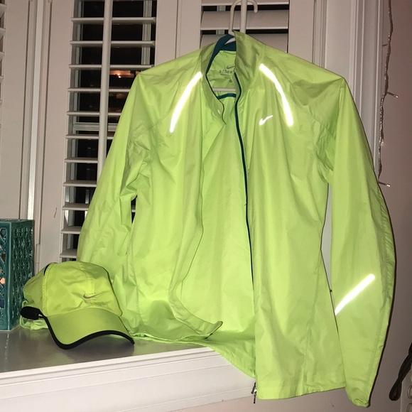 8cd001ffd5 Women s Nike rain jacket   hat. M 5a52b9f23b16086070003c5f